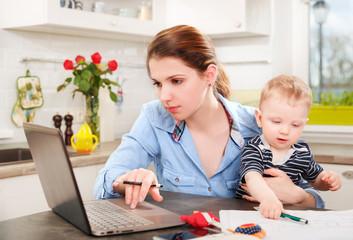 Пособия по беременности и родам по уходу за ребенком до 3 лет
