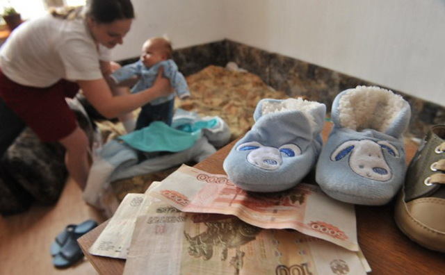 Пособия при рождении ребенка неработающей маме в 2020 году