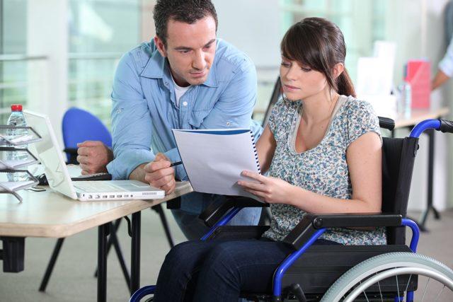 Увольнение инвалида 1, 2, 3 группы по инициативе работодателя - могут ли сократить инвалида 3, 2, 1 группы ? Порядок увольнения