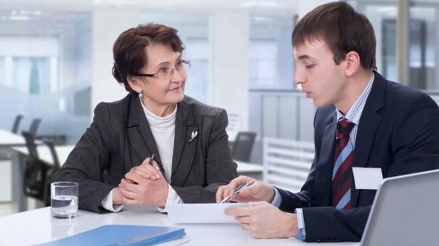 Компенсация работающим пенсионерам: размер, условия получения